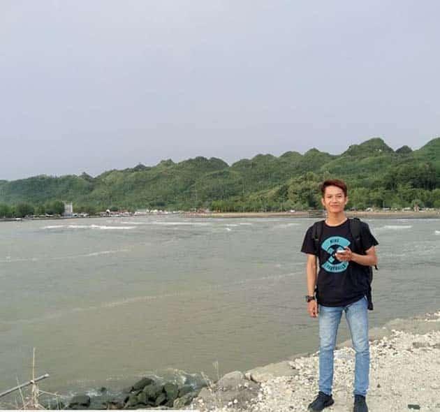 Pantai Logending Ayah Laki