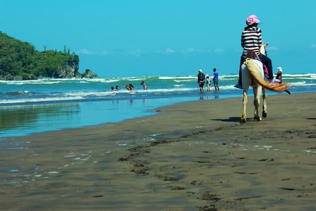 Pantai Logending Ayah