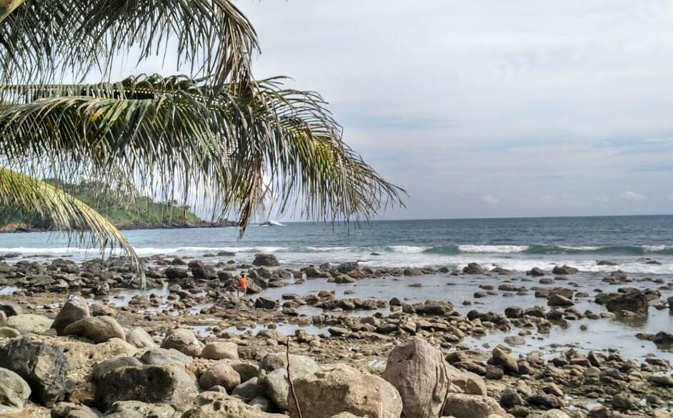 Pantai Menganti Batu