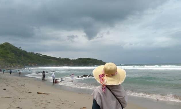 Pantai Menganti Topi