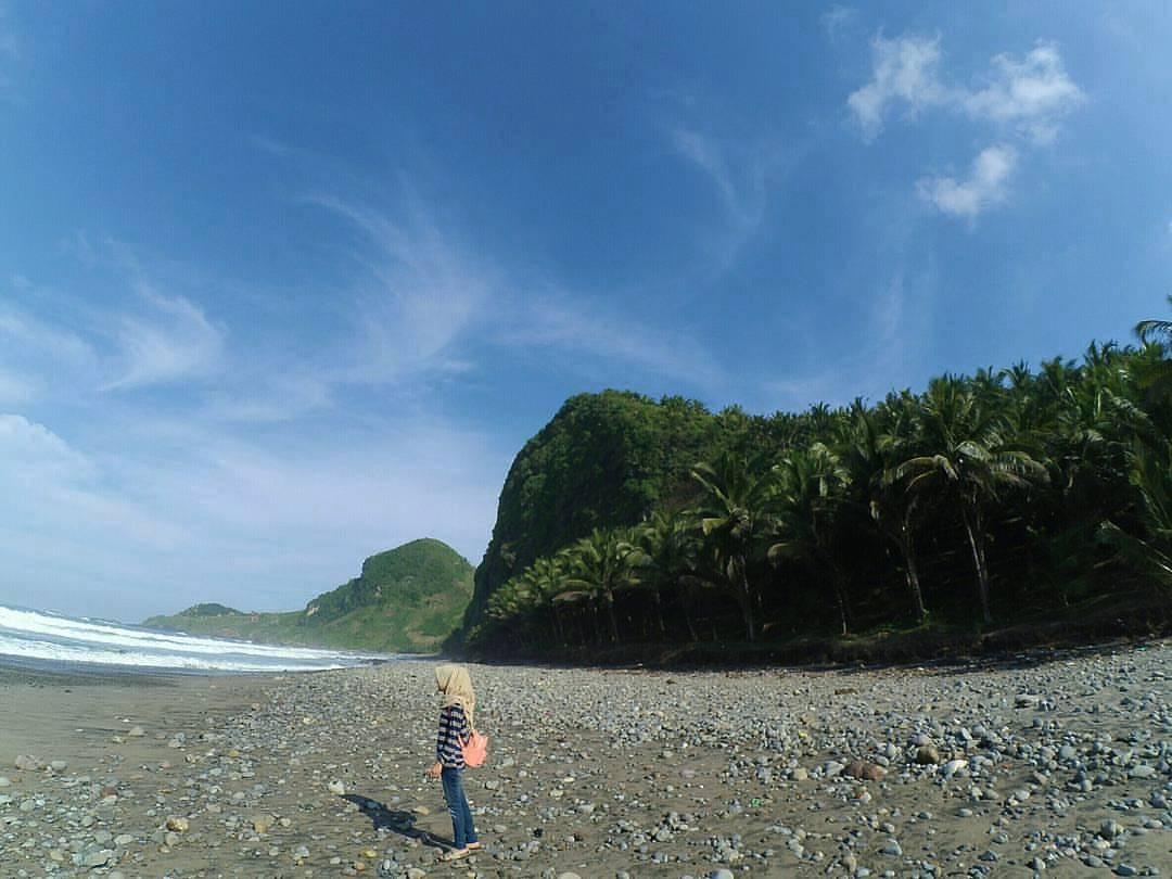 Pantai Pecoran Cewek
