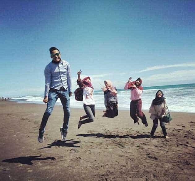 Pantai Petanahan Loncat