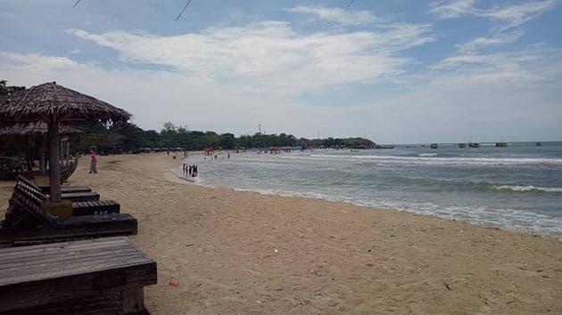 Pantai bandengan luas