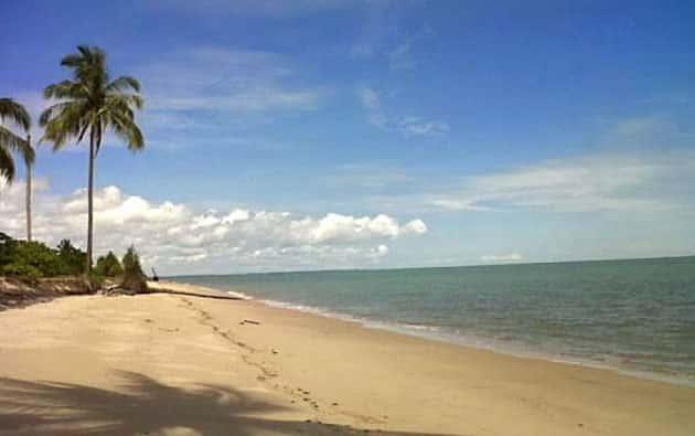 Pantai tanah kuning
