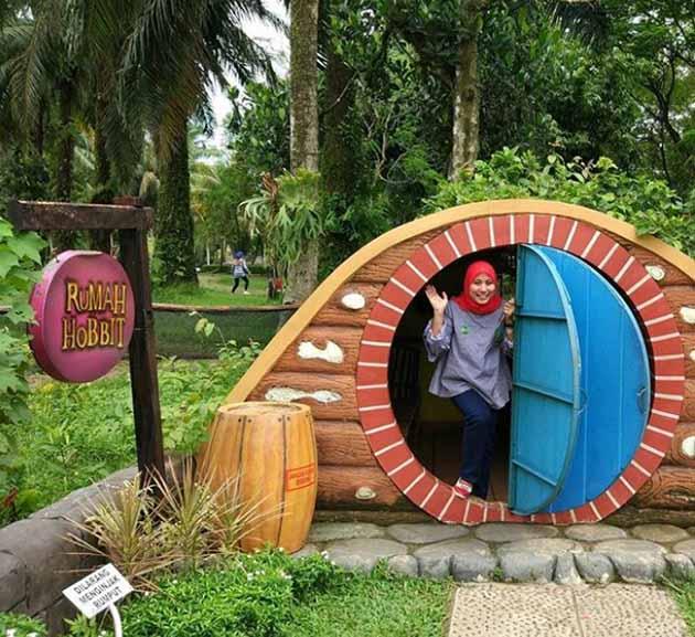 Rumah Hobbit Taman Wisata Mekarsari Bogor