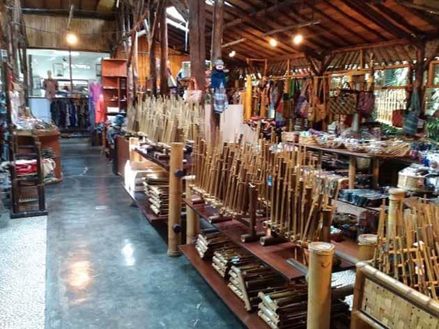 Saung Angklung Udjo Bambu