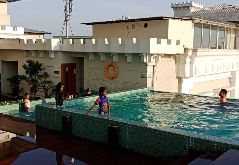 Swimming Pool Sahid Rich Hotel