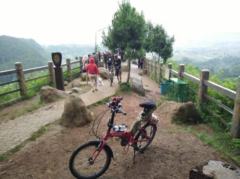 Taman-Hutan-Raya-Juanda-Sepeda
