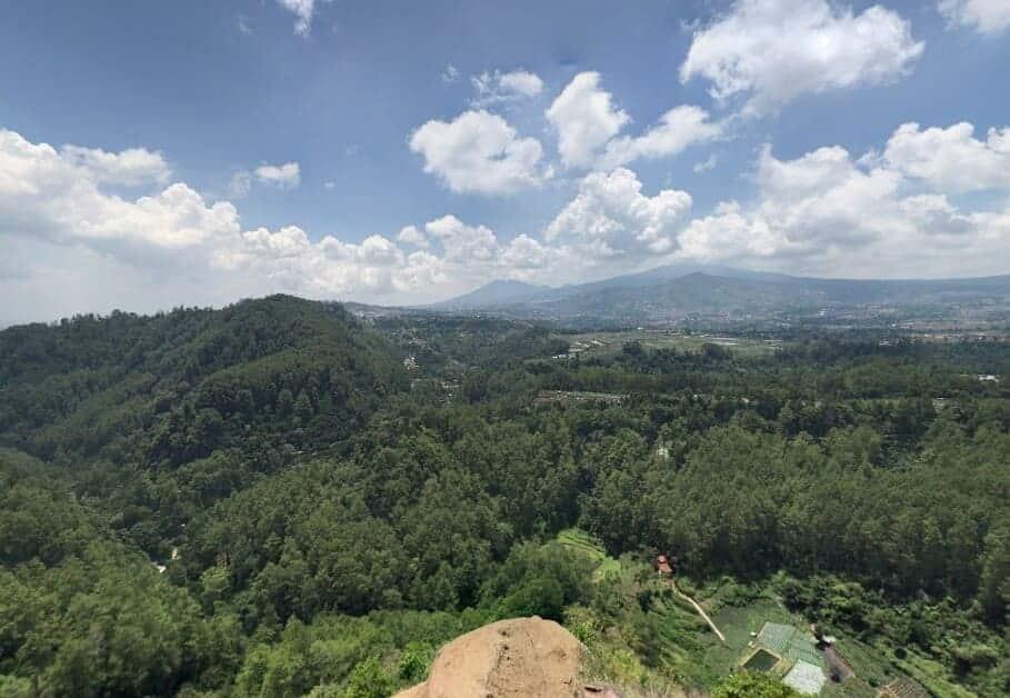 Tebing-Keraton-Hijau