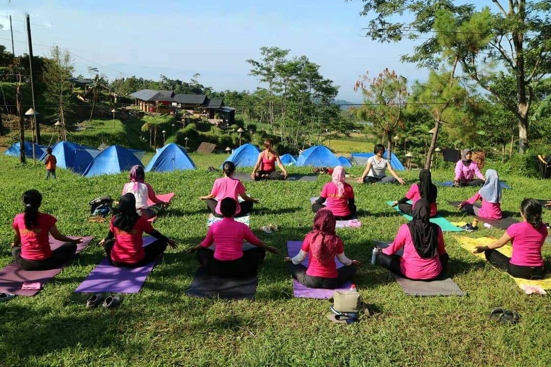 Yoga di Camp Area